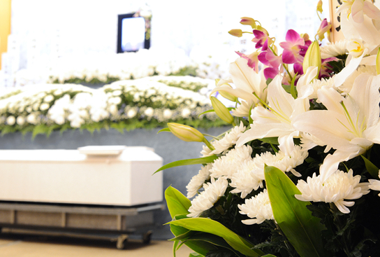 生前お付合いがあった方々に広く訃報を知らせ故人をお偲びするお葬式