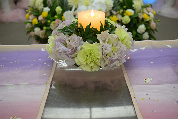 花に囲まれた「無宗教葬」